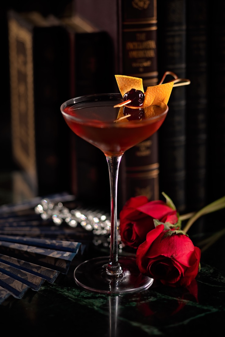 Frank's Library – the bar behind the bar