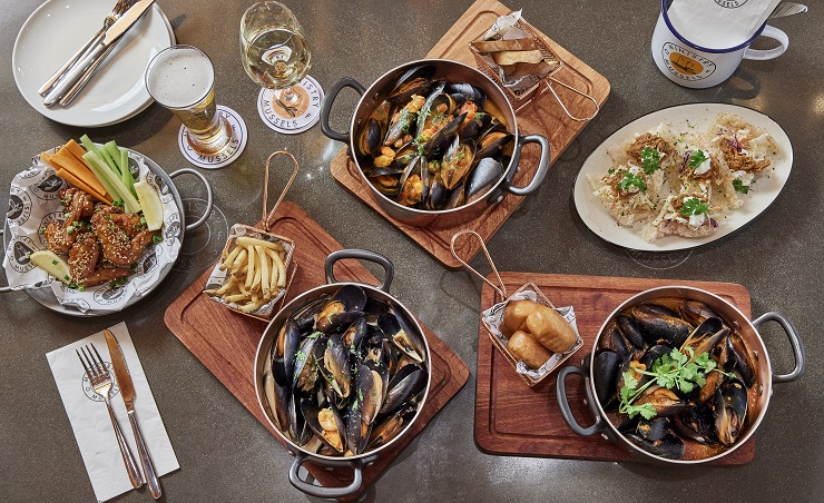 Ministry of Mussels: sports bar on weekdays, family favourite on weekends