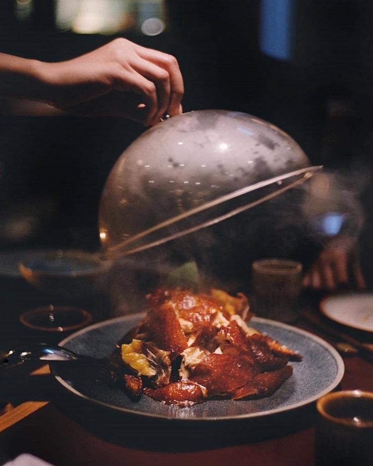 Le Tea-Smoked Crispy Free-range Yellow Chicken de John Anthony. Photo par @hkfoodblog