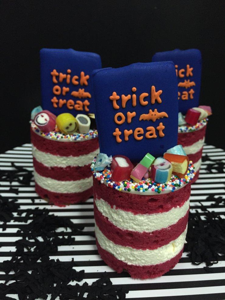 Halloween taster cake byMs B's CAKERY