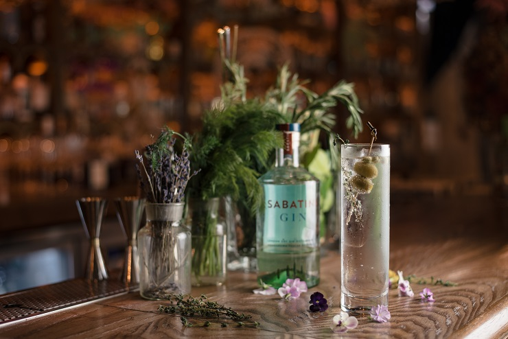 Sur prescription : Dr. Fern lance sa nouvelle collection de Gin