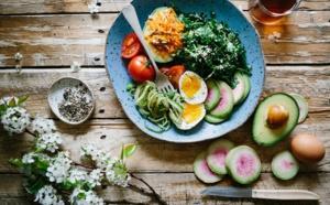 L'art de manger en pleine conscience quand on travaille à la maison